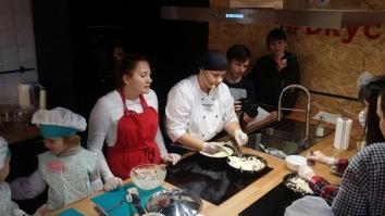Детский кулинарный мастер класс Вкусное место Мега Самара готовим кйайзершмарн