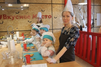Все готовы укладывать десерт слоями детский мастер-класс английская кухня МЕГА Самара