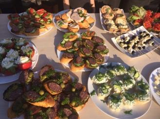 Идеи для фуршета или пикника из готовых продуктов