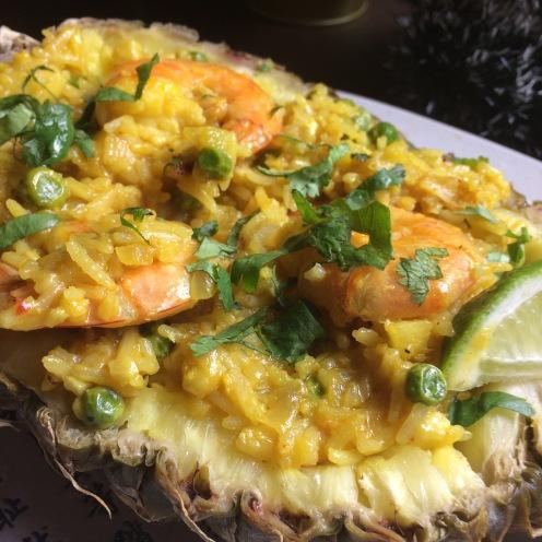 Рис в кокосовом молоке с креветками и ананасом